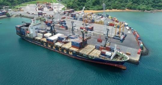 Port de Longoni - Déchargement de Cargo
