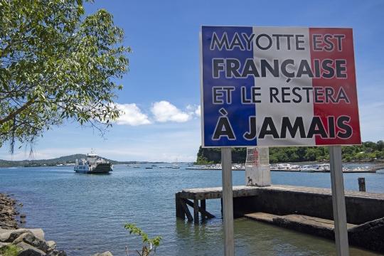 Départementalisation de Mayotte - Panneau quai de la Barge