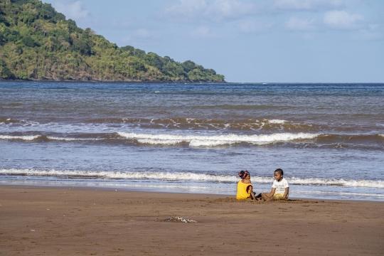 Enfants sur la plage 2