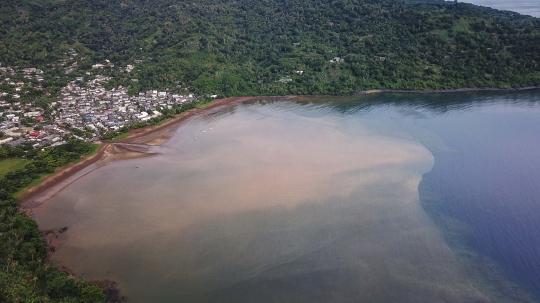 GLB0558 - Acoua boue dans le lagon