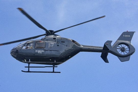 Hélicoptère Ambulance Helilagon au décollage de Chirongui