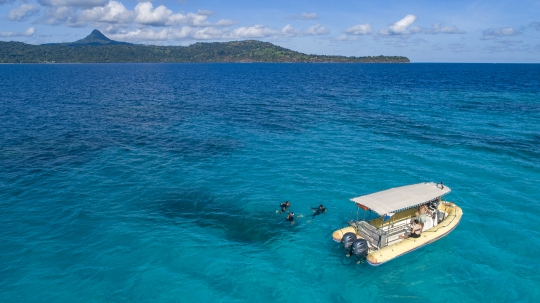 Mise à l\'eau - Club de plongée Abalone - Drone