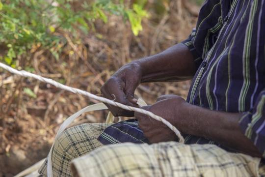 Tressage de corde de baobab